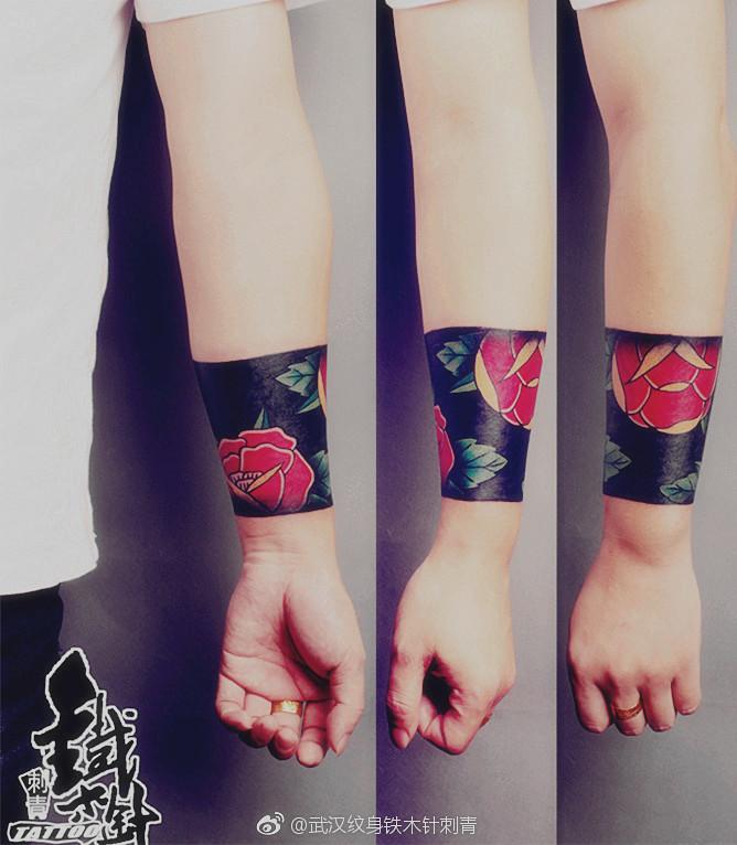 臂环纹身花朵纹身包手腕纹身彩色纹身武汉纹身武汉铁木针刺青武汉老师